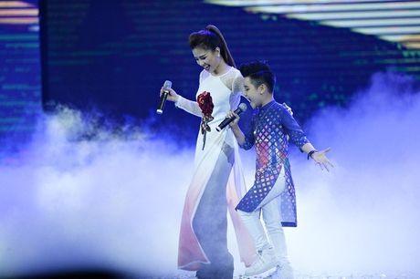 Nhat Minh The Voice Kids dien ao dai, tu tin khoe giong cung Duong Hoang Yen - Anh 4