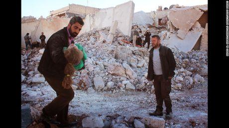 Aleppo bi doi bom tan khoc nhat ke tu dau cuoc chien - Anh 1