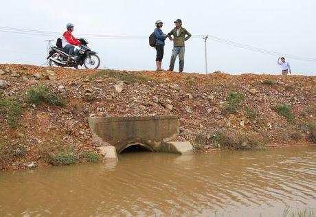 Quang Tri: Duong thanh 'de' khien nuoc ngap nhanh, thoat cham o vung ron lu - Anh 2