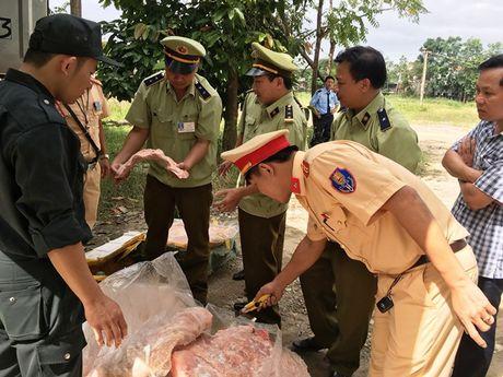 Bat container mo va thit 'ban' tu Thu do vao mien Trung tieu thu - Anh 2