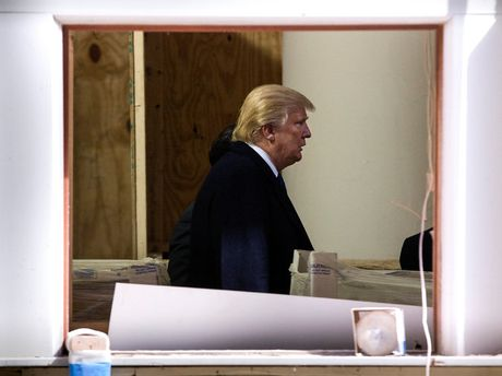De che cua Trump: Me cung no va nhung nut that chong cheo - Anh 1