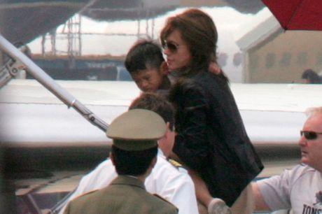 Angelina Jolie khong giu loi hua dua Pax Thien ve Viet Nam - Anh 1