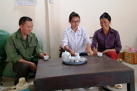 Trao hoc bong cho nu sinh doat giai Quoc gia 'truot' Dai hoc - Anh 2