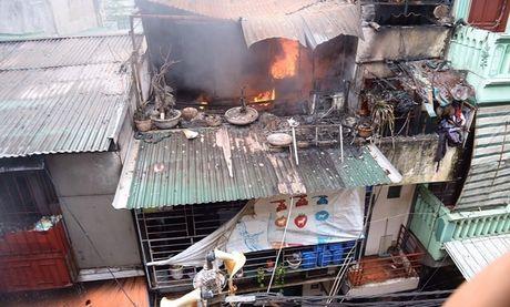 Anh vu chay tren duong Tran Khat Chan, Ha Noi - Anh 4