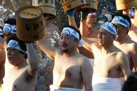 Gan 10.000 dan ong Nhat Ban tham gia 'le hoi khoa than' - Anh 9