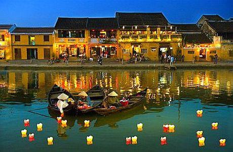 Ngay 04/12/2016, Hoi An (Quang Nam) mien ve tham quan cho du khach - Anh 1