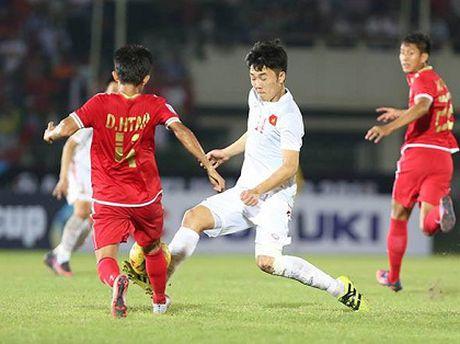 Xuan Truong 'lam xiec' voi cau thu Myanmar - Anh 1