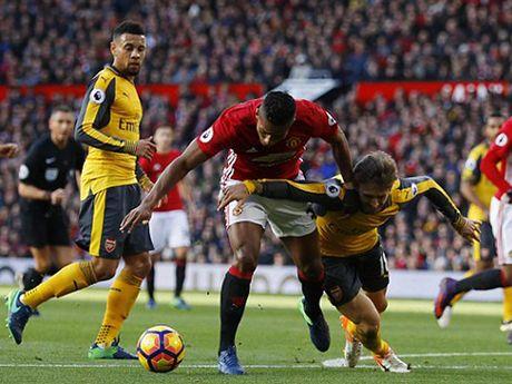 Howard Webb: 'Man United xung dang huong 11m o tran gap Arsenal' - Anh 1