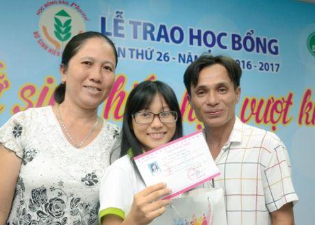 Trao hoc bong nu sinh hieu hoc, vuot kho lan thu 26, dot 2: Rang ro nhung nu cuoi - Anh 1