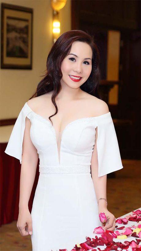 Nu hoang Doanh nhan Kim Chi khoe dang hut mat - Anh 1