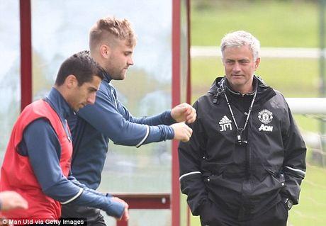Loai Mkhitaryan tran gap Arsenal, Mourinho noi gi? - Anh 1