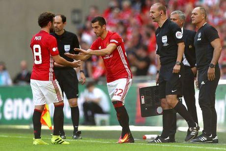 Loai Mkhitaryan tran gap Arsenal, Mourinho noi gi? - Anh 2