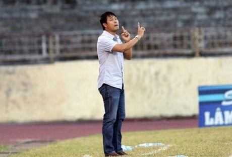 Ngam thoi trang san bong lich lam cua HLV Huu Thang - Anh 9