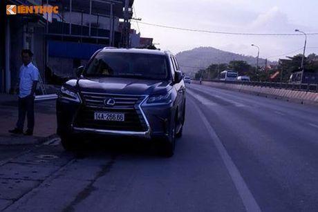 Bo doi xe sang Lexus o Quang Ninh dung chung bien 6666 - Anh 2