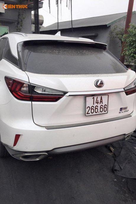 Bo doi xe sang Lexus o Quang Ninh dung chung bien 6666 - Anh 3