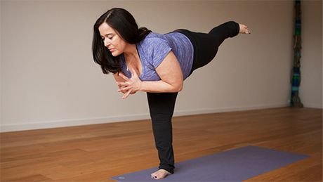 7 dong tac yoga lam san chac bung du an uong no ne - Anh 2
