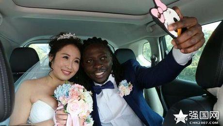 Qua cuoi cua dai gia chau Phi lay vo Trung Quoc gay choang - Anh 5