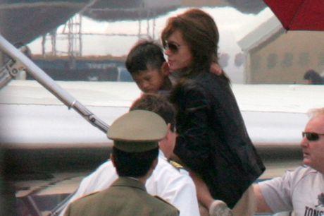 Angelina Jolie quen loi hua dua Pax Thien ve tham Tam Binh - Anh 1