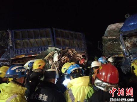 Trung Quoc: 56 xe tong lien hoan, hon 50 nguoi thuong vong - Anh 5