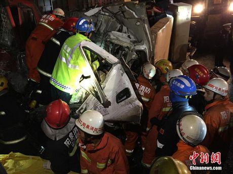Trung Quoc: 56 xe tong lien hoan, hon 50 nguoi thuong vong - Anh 7