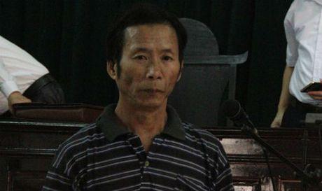 Be gai muu cao thoat khoi yeu rau xanh dang gio tro doi bai - Anh 1