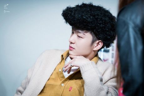 Fansign cua BTOB - noi ca fan lan idol chung minh do 'lay loi' - Anh 3