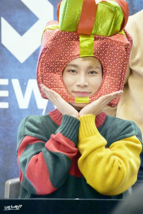 Fansign cua BTOB - noi ca fan lan idol chung minh do 'lay loi' - Anh 5