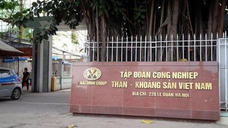 Nganh than chi tien ti lam ky niem chuong, cong nhan mang di ban - Anh 2