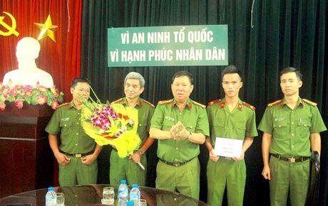 Khen thuong CBCS Trai Tam giam Hai Phong kip thoi ngan chan tu tu tu sat - Anh 1