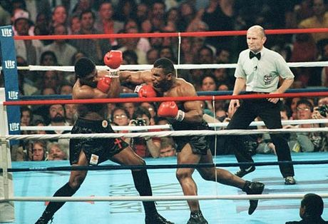 """30 nam cu knock-out dua Mike Tyson thanh """"Than"""" - Anh 2"""