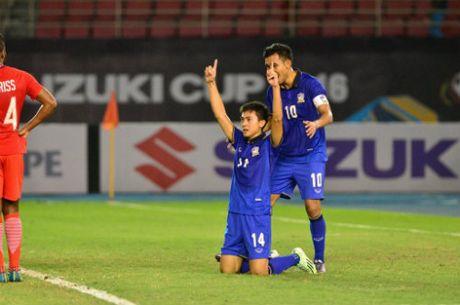 Thai Lan - Singapore: Nguoi hung tu ghe du bi (AFF Cup) - Anh 2