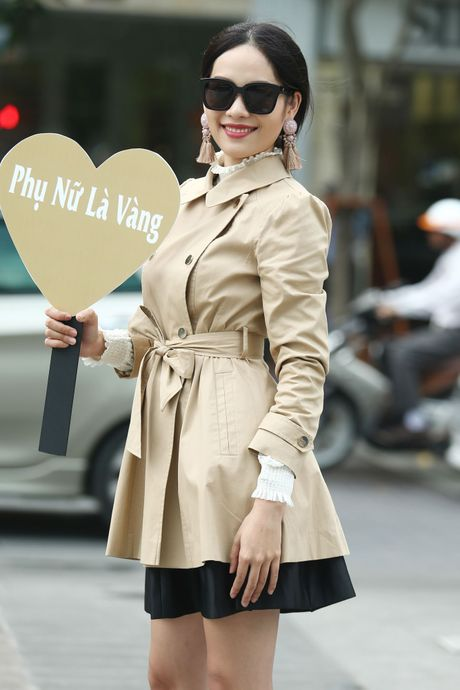 Xuan Lan cung cac 'chan dai' dien thoi trang cuc chat tren pho - Anh 4