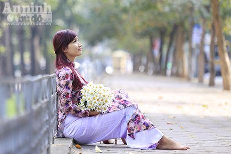 Say long hinh anh thieu nu Ha Thanh diu dang ben cuc hoa mi - Anh 13