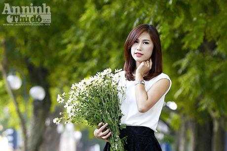 Say long hinh anh thieu nu Ha Thanh diu dang ben cuc hoa mi - Anh 7