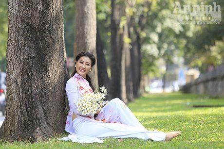 Say long hinh anh thieu nu Ha Thanh diu dang ben cuc hoa mi - Anh 8