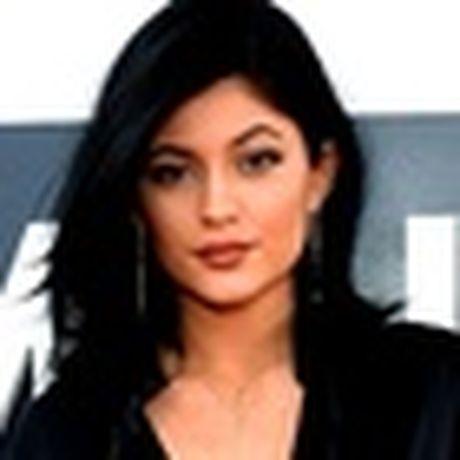 Top 3 my pham sanh dieu, chua bao gio het hot cua Kylie Jenner - Anh 13