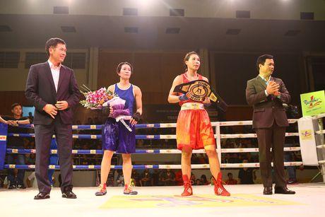 Son nu Luu Thi Duyen dai bai trong tran so gang voi vo si chu nha Ha Noi - Anh 4