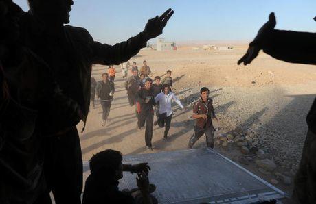 Tranh gianh luong thuc vien tro ben ngoai thanh tri Mosul - Anh 11