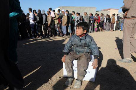 Tranh gianh luong thuc vien tro ben ngoai thanh tri Mosul - Anh 14
