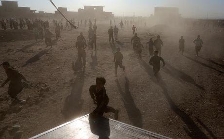 Tranh gianh luong thuc vien tro ben ngoai thanh tri Mosul - Anh 5