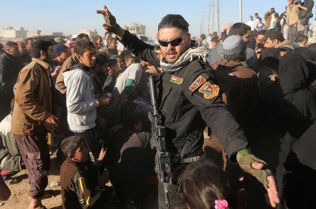 Tranh gianh luong thuc vien tro ben ngoai thanh tri Mosul - Anh 7