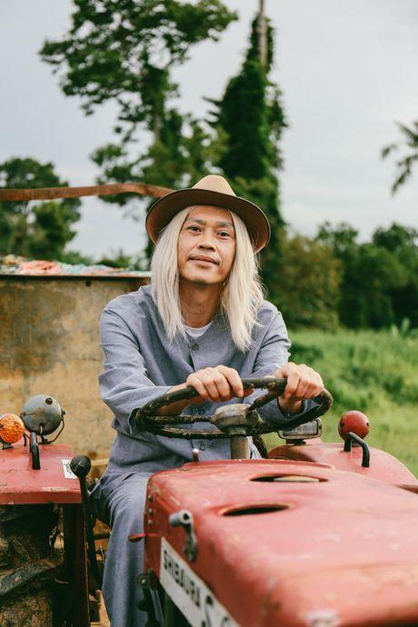 "Hoai Linh bat ngo ""dau toc bac pho"" - Anh 2"