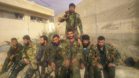 Quan doi Syria chuyen huong tan cong len cao nguyen Golan - Anh 1