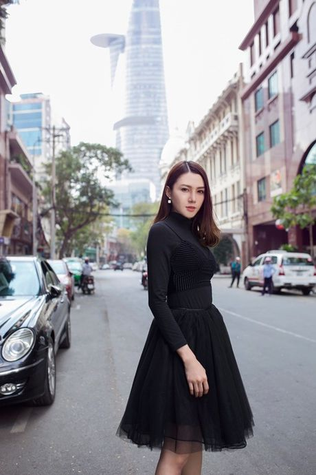 Phuong Anh - Le Ha - Kim Chi: Ai dep hon voi street style thu dong tren pho? - Anh 4