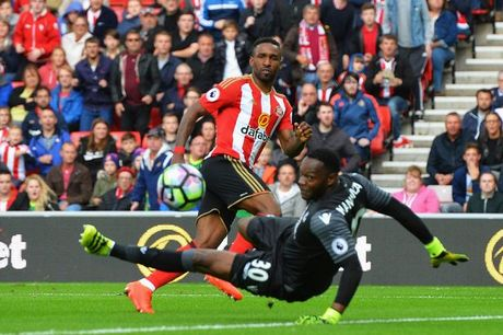 Vong 12 Premier League: 'Hoang de xanh' tro lai - Anh 6