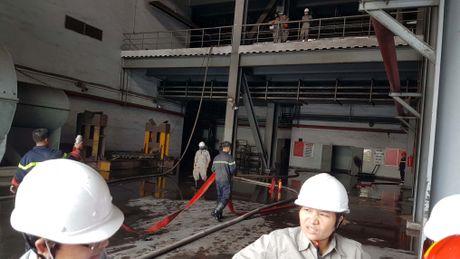Quang Ninh: Chay phong ac quy, 2 to may Nhiet dien Cam Pha te liet - Anh 2