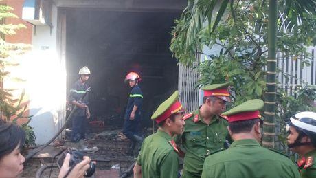Da Nang: Vo bat luc nhin chong chet ngat trong dam chay - Anh 1