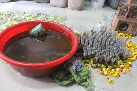 Hang nghin chai phu gia duoc lam bang hoa chat khong ro nguon goc - Anh 3