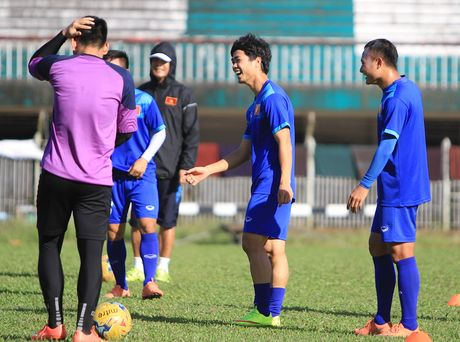 Chuan bi gap Malaysia, Cong Phuong 'cuoi tha phanh' - Anh 2