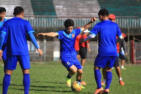 Chuan bi gap Malaysia, Cong Phuong 'cuoi tha phanh' - Anh 3